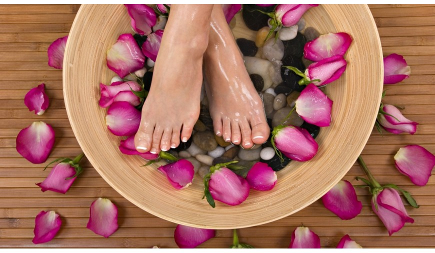 como evitar que se te hinchen los pies en verano